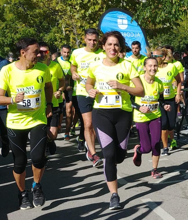 Pedro Sánchez justo detrás de Laura Baena, fundadora del Club de Malasmadres, al inicio del circuito. Foto: Marina Segovia