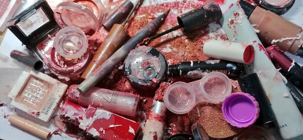 ¿Por qué están las coreanas destruyendo sus productos de maquillaje en las redes sociales?