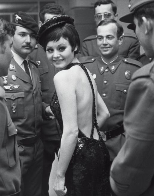 Rocío Durcal, durante el rodaje de 'Las leandras', en 1969