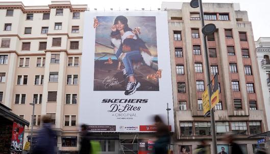 promesa digestión Expresión  Skechers geolocalizará usuarios desde esta lona de la Gran Vía de Madrid |  Marcas | MarketingNews