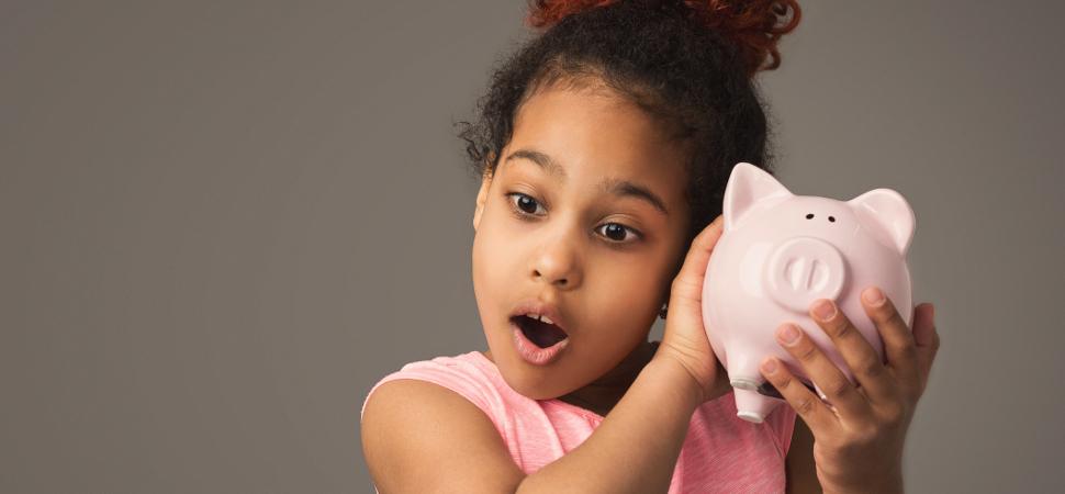 A las niñas se les enseña a ahorrar; a los niños, a invertir