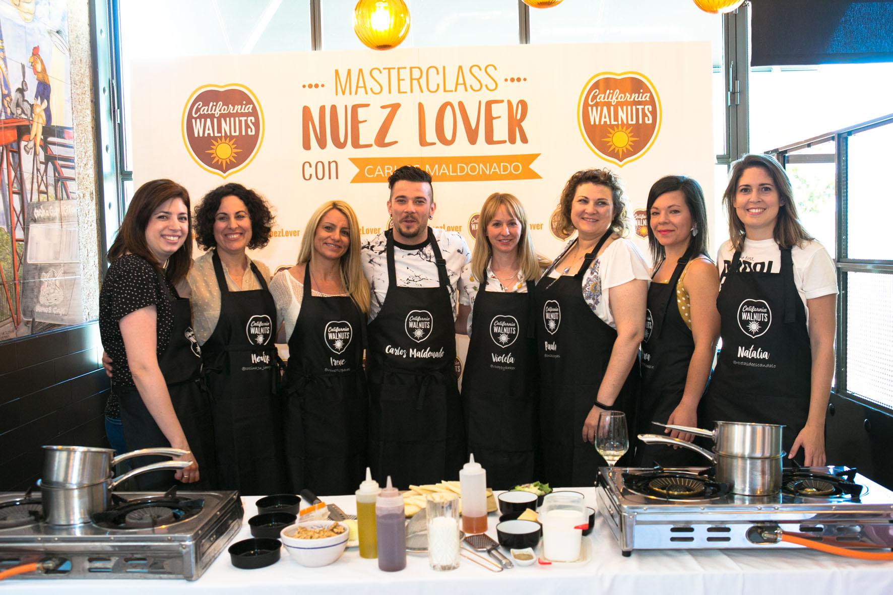 Las participantes en el evento con el chef Carlos Maldonado