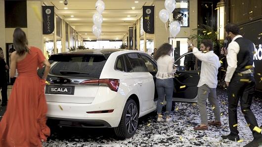 La pareja ganadora tiene que casarse dentro de un plazo para llevarse el coche