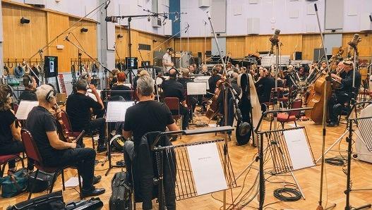 La pieza musical ha sido grabada entre Madrid, Praga y Londres y en ella han participado un total de 130 músicos de 20 nacionalidades diferentes