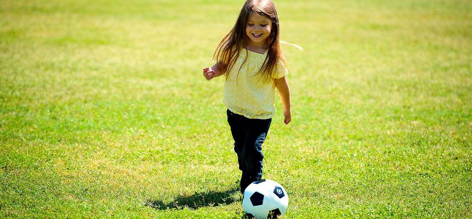 También las niñas sueñan ahora con ser futbolistas