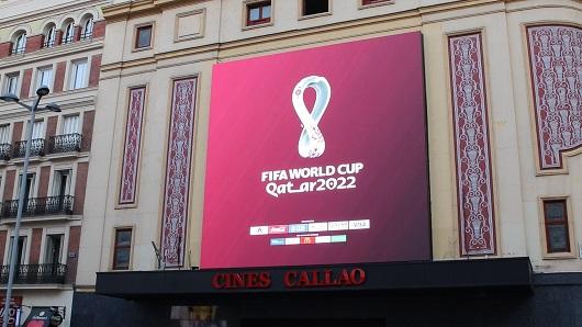 Los Cines Callao están situados en pleno corazón de Madrid, en la plaza del Callao, la tercera más transitada de Europa y la de más tráfico de España.