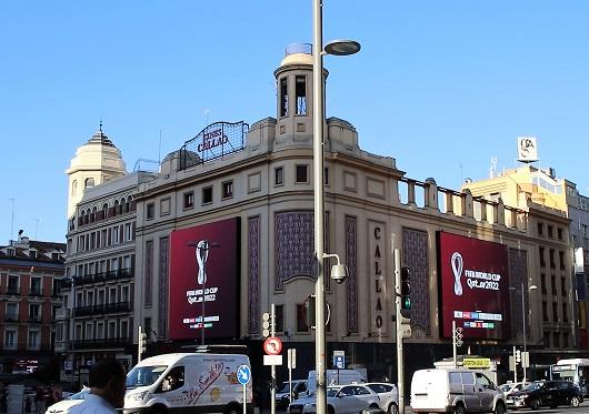 Callao City Lights es pionera en publicidad digital de gran formato en centros urbanos, gracias a sus dos grandes pantallas exteriores en los Cines Callao.
