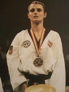 Coral Bistuer, en el podio tras una competición. Foto: Mundo Taekwondo.