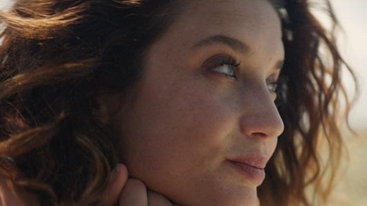 La actriz María Pedraza, en una campaña de un perfume
