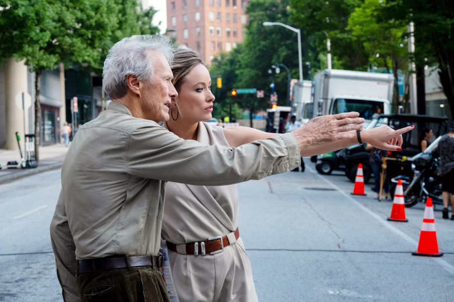 Olivia Wilde y Clint Eastwood, durante el rodaje de 'Richard Jewell'. Foto: Warner Bros.