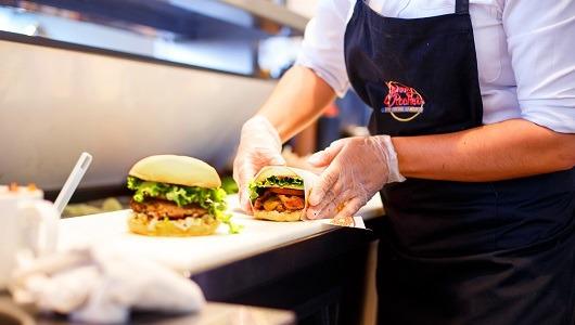 Las hamburguesas y los batidos son los productos estrella de esta marca