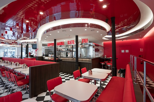 El diseño del restaurante en España ha contado con la colaboración del estudio Ruiz-Velázquez