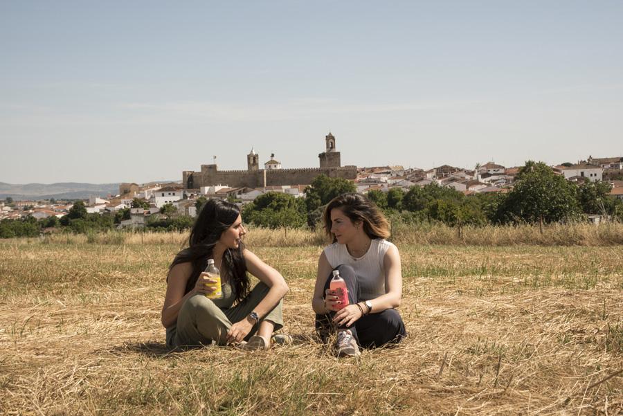 Beatriz Magro y Nuria Morales, en Fregenal de la Sierra.