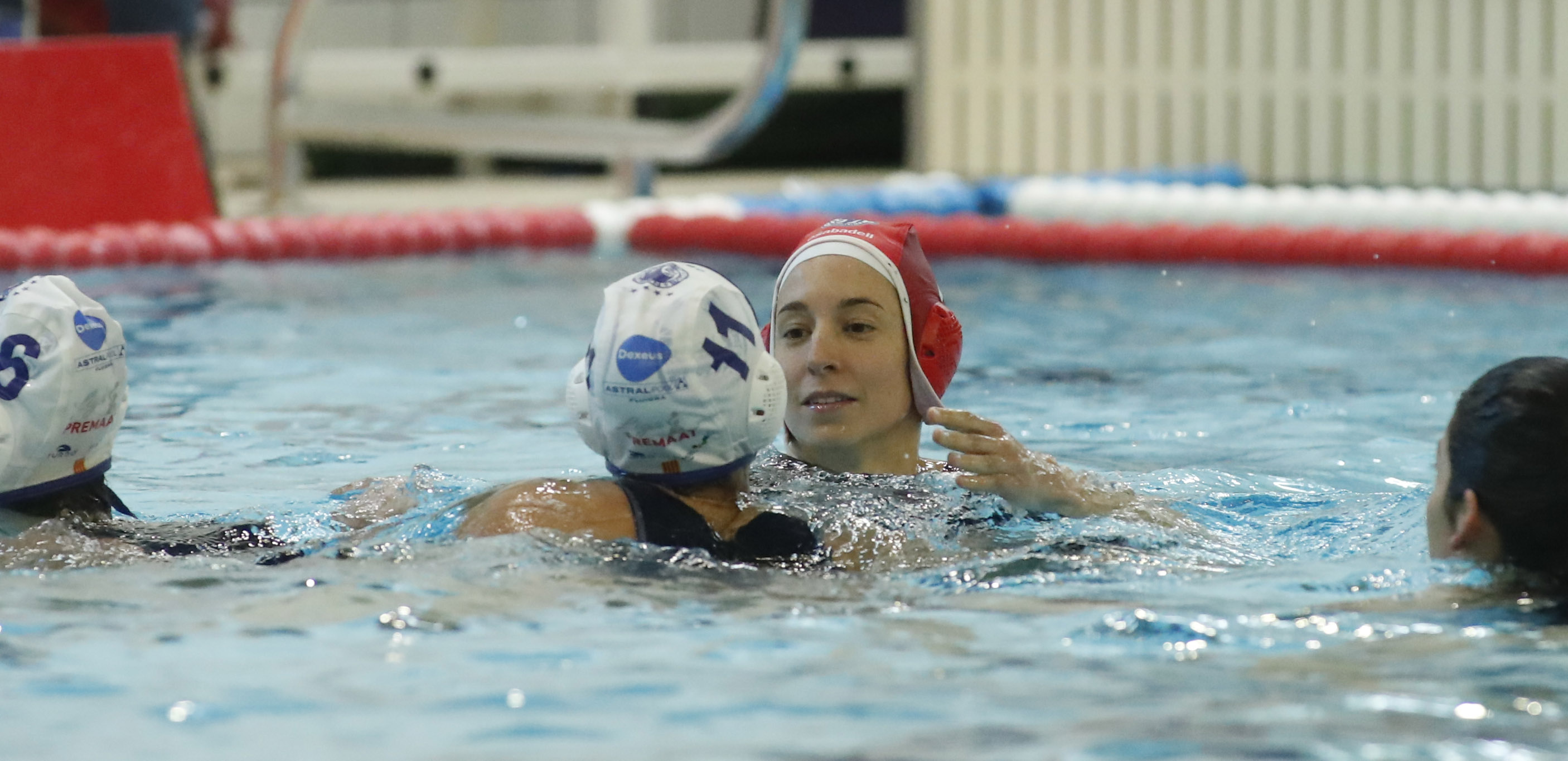 Ester, en la piscina tras un partido. Foto: RFEN/Jordi López.