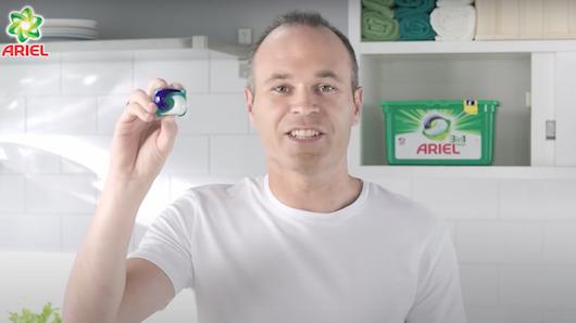 Imagen de una campaña de Ariel, una de las marcas de P&G, con Andrés Iniesta como prescriptor