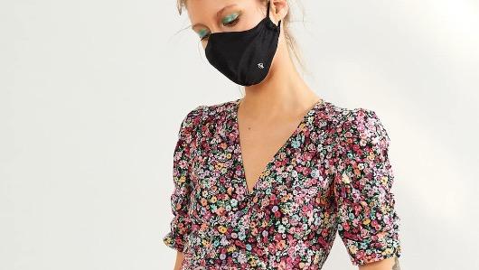 Berskha vende mascarillas como accesorio