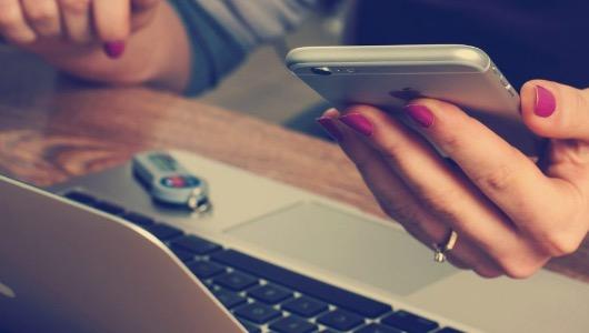El ordenador sigue siendo el principal dispositivo para comprar online, pero el móvil gana terreno