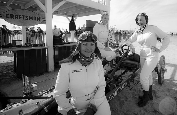 Combs, en primer término, participando, junto a otras compañeras, en The Race of Gentlemen.