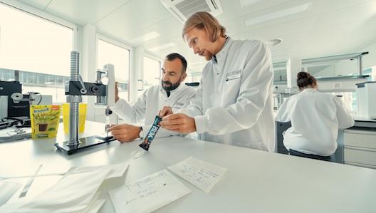 Instituto Nestlé de Ciencias del Embalaje, la primera empresa de este tipo en la industria alimentaria. El instituto cuenta con cerca de 50 científicos