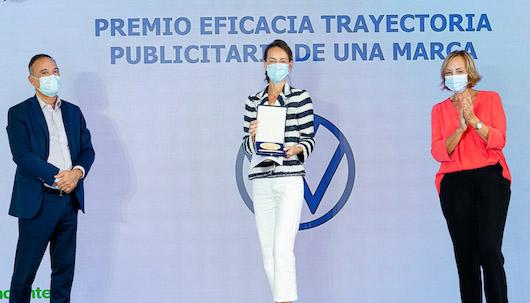 Ana Rivas (Volkswagen) recibe el galardón