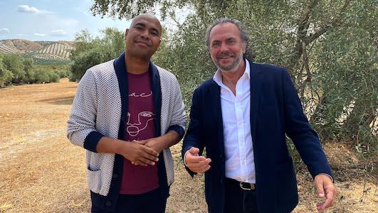 El director del spot, Santiago Zannou, y el actor José Coronado