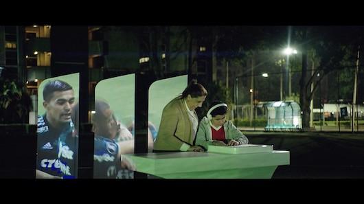 Fieeld es un dispositivo que permite a las personas ciegas seguir un partido de fútbol con el tacto