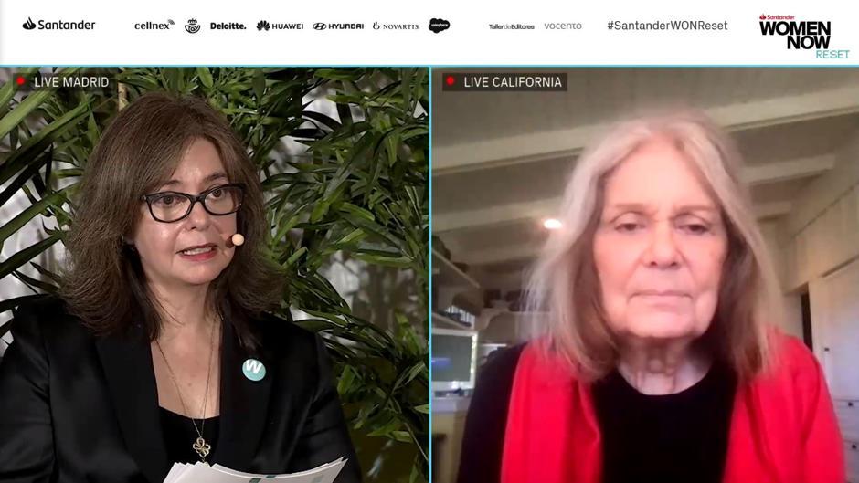 Steinem fue entrevistada por Lourdes Garzón, directora de WomenNOW y Mujerhoy.