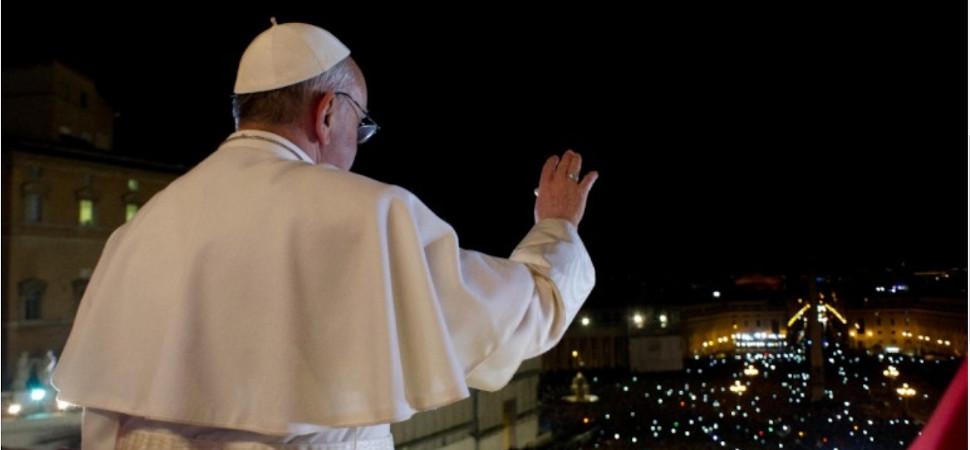 El Papa autoriza que las mujeres puedan dar la comunión y leer en misa