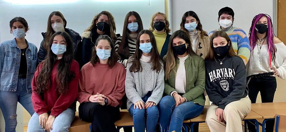 Las adolescentes que se han unido para salvar la asignatura de griego