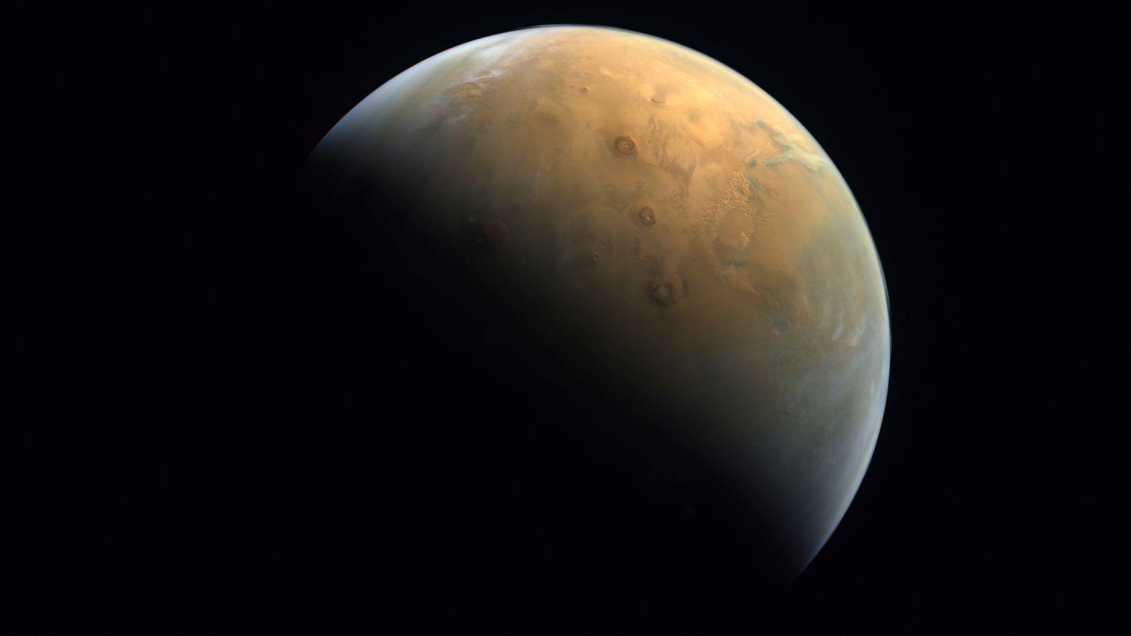 La primera imagen de Marte tomada por Hope.