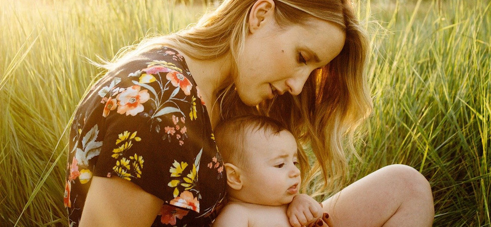 La presión (tanto la social como la autoimpuesta) es la mayor carga para las madres y padres recientes