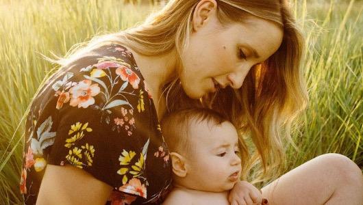 Madre con bebe Foto Pixabay MAS Marzo 2020