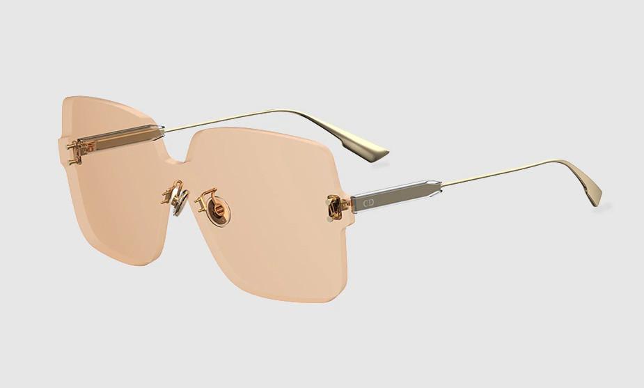 Gafas de Dior de pantalla cuadrada con varillas doradas y lente 'nude'.