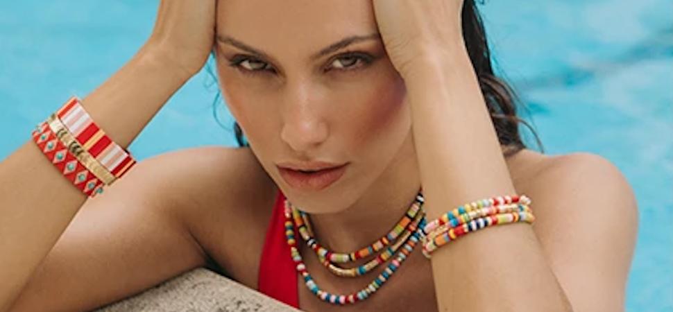 Collares de cuentas, anillos de resina y brazaletes 'chunky': los complementos de moda este verano