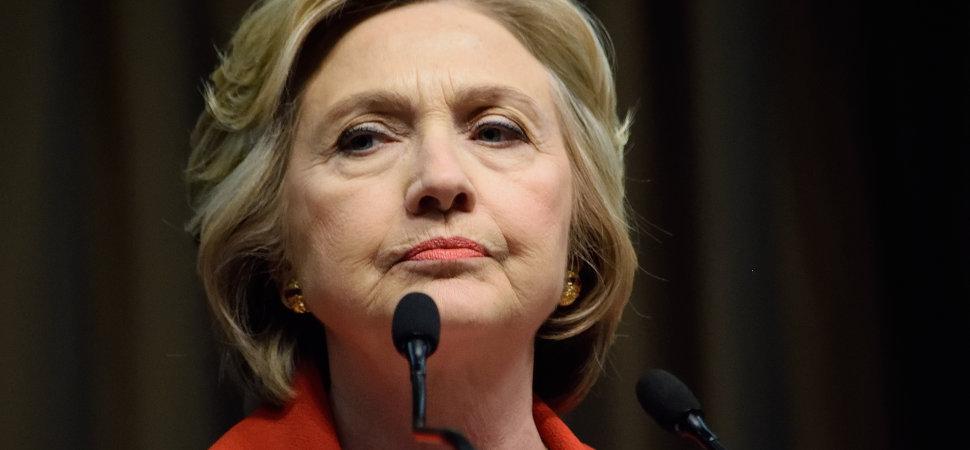 Y dos décadas después, Hillary Clinton sigue defendiendo a su marido