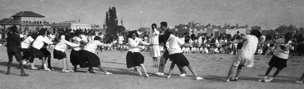 Clase de gimnasia  del Instituto-Escuela, en los años veinte