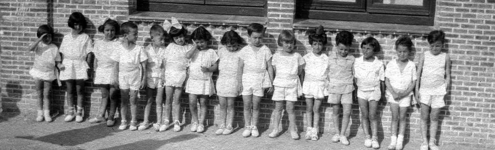 Un grupo de párvulos del Instituto-Escuela, en 1923. Jimena Menénndez Pidal dirigía entonces el centro