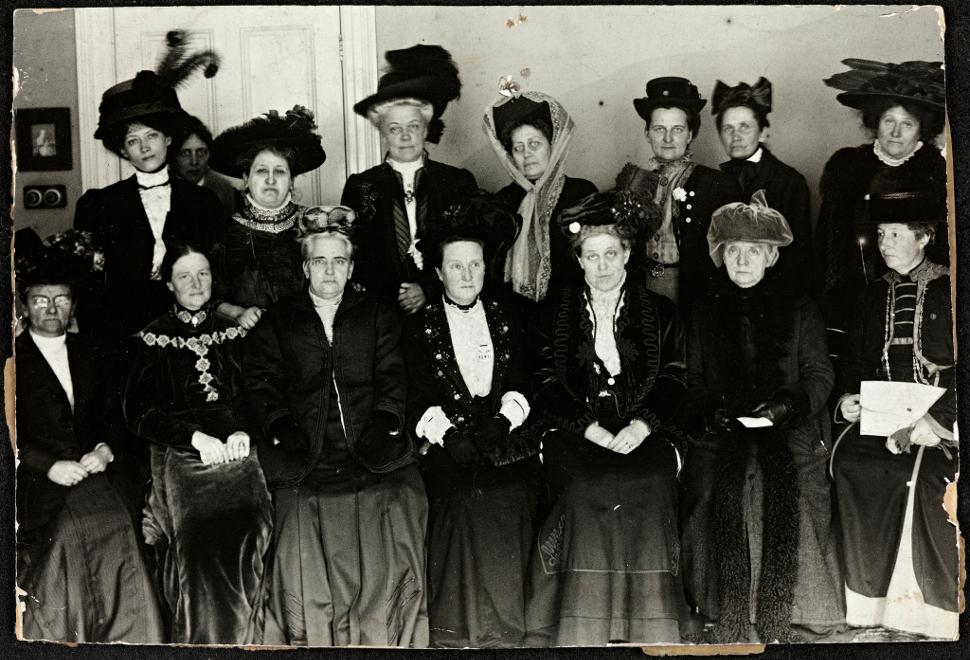 Congreso de la Alianza Sufragista en Londres (1909), Jacobs es la tercera por la izquierda. Imagen: Flickr/Biblioteca Nacional de Noruega