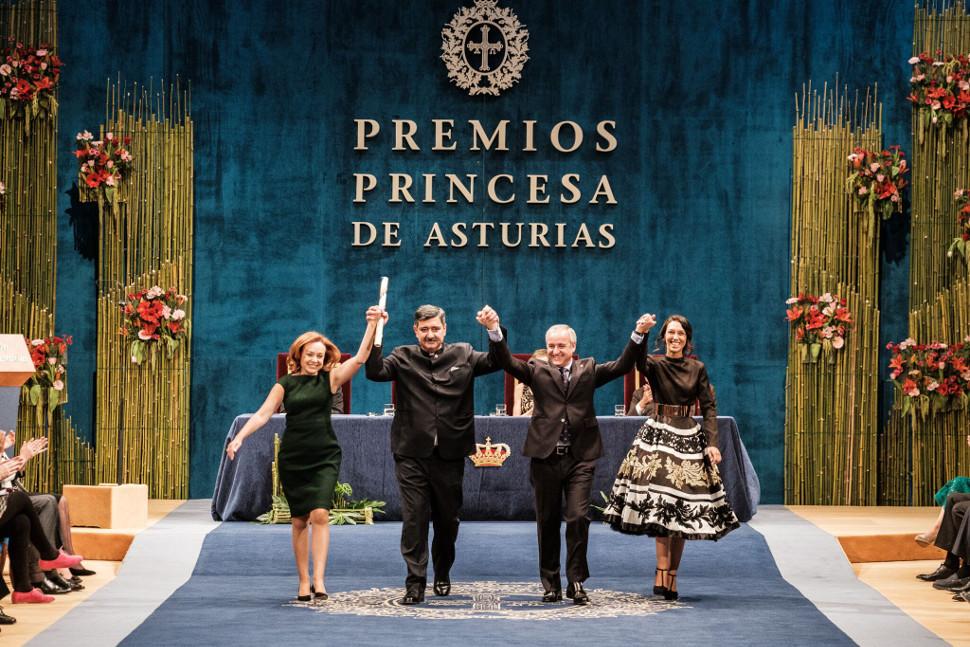 María José (a la izquierda) fue una de las encargadas de recoger el Premio Princesa de Asturias de la Concordia recibido el año pasado por la ONG