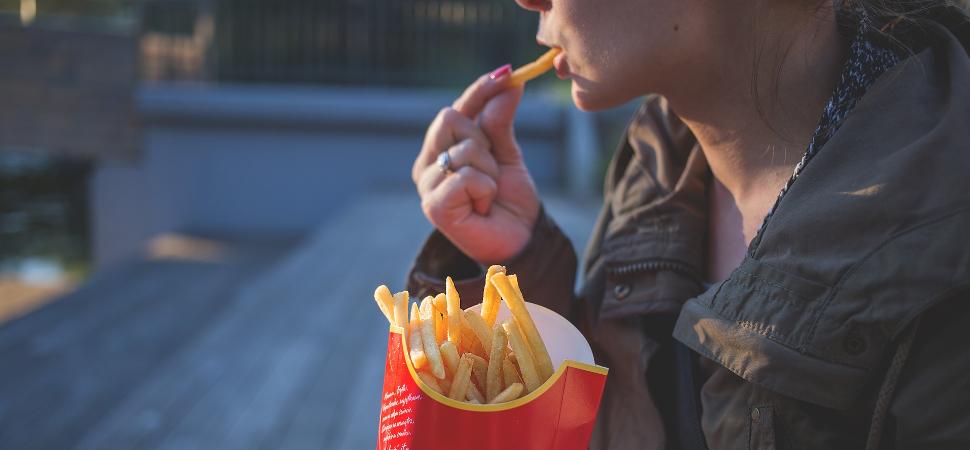 Casi todos los jóvenes tienen problemas con la alimentación o el peso