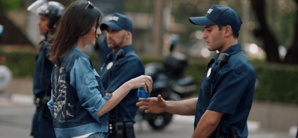 Twitter se vuelve loco (y no en el buen sentido) con el nuevo anuncio de Pepsi y Kendall Jenner