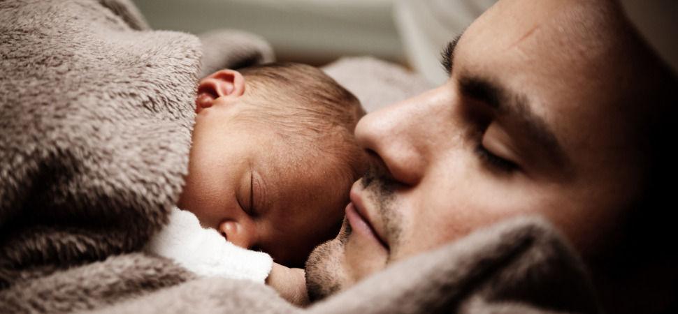 Por qué la ampliación del permiso de paternidad nos beneficia a todos y todas