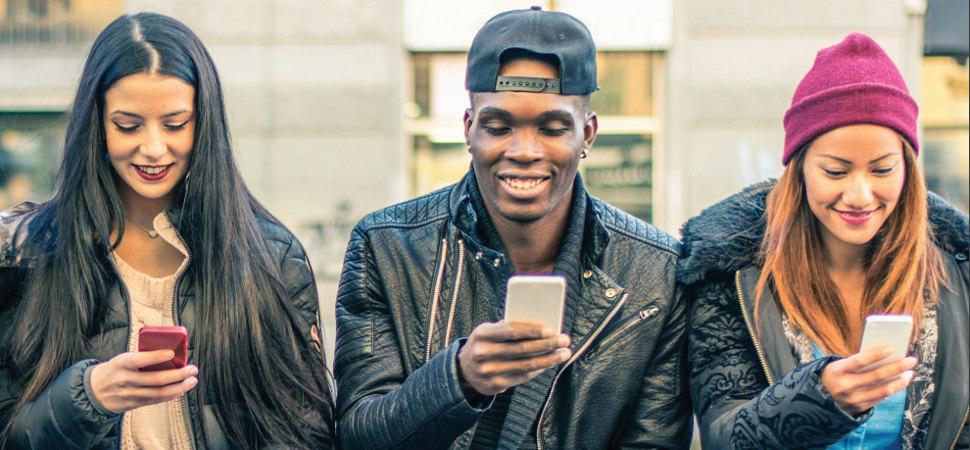 Así afectan (para bien y para mal) las redes sociales a la salud mental de los jóvenes