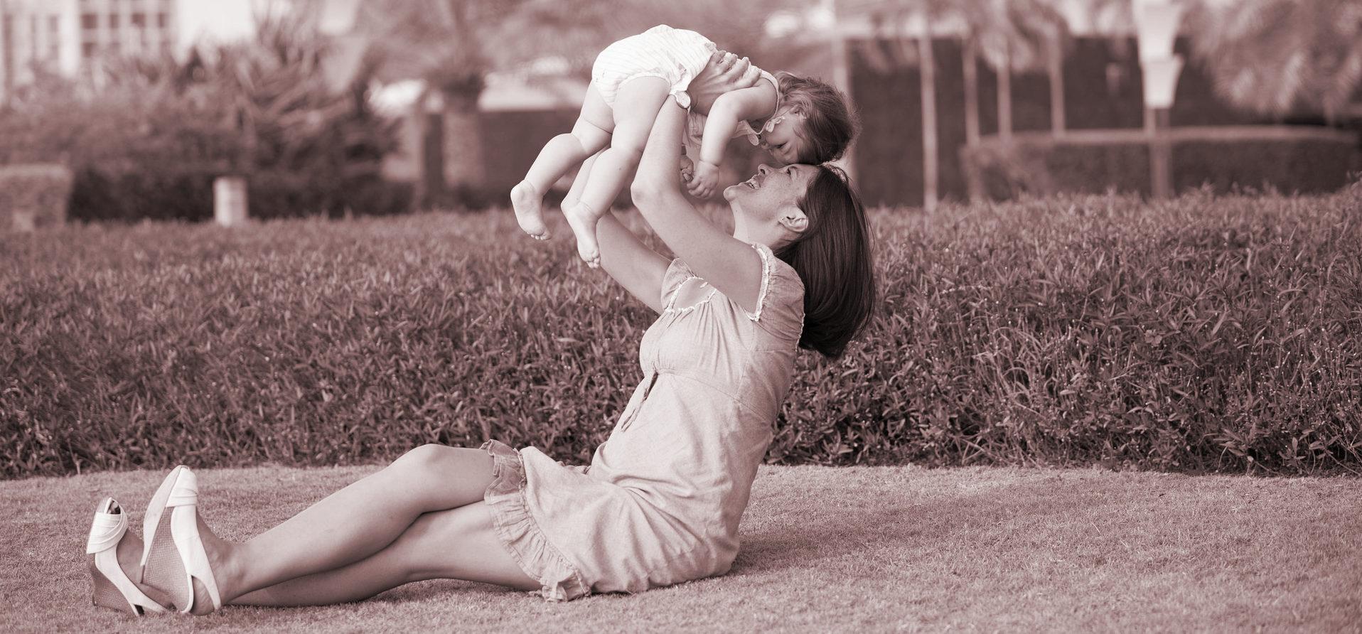 La familia es la mayor fuente de críticas para las madres
