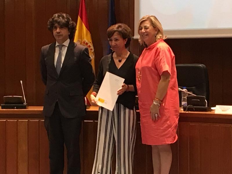 Mario Garcés Sanagustín, Esther Valdivia y Lucía Cerón en la firma del protocolo