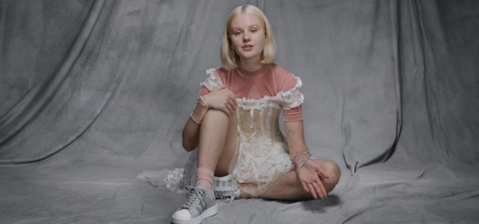 Adidas lanza campaña con una chica sin depilar y parece que a algunos les molesta