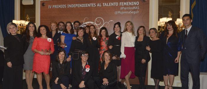 Las premiadas y algunos de los jurados de esta edición. Fotos: Santiago Ojeda