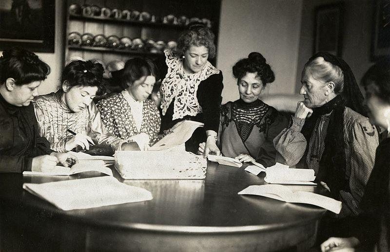 Reunión de varias líderes de la WSPU en 1911. Foto: Wikimedia Commons / LSE Library