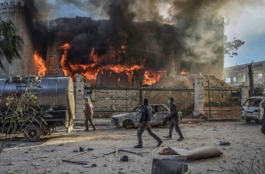 Un edificio ardiendo en Douma