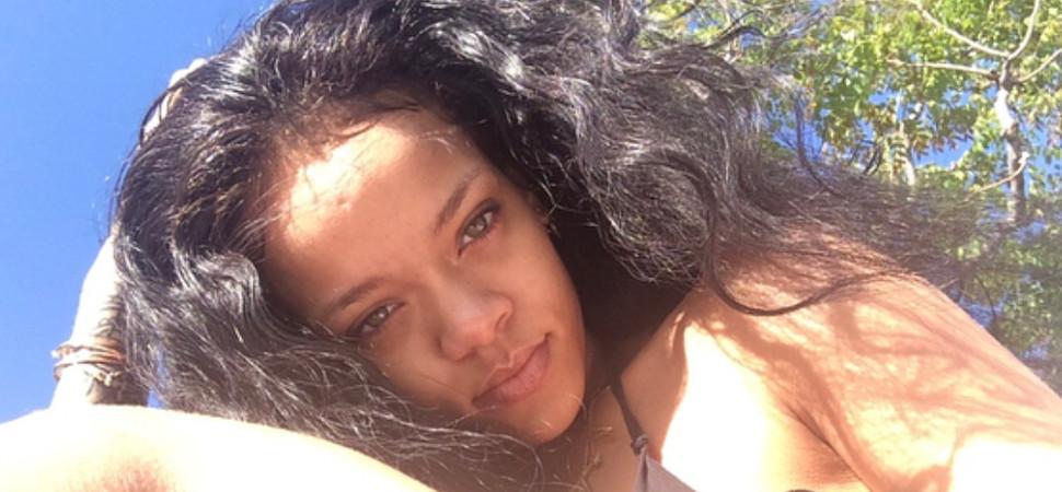 Rihanna enseña estrías y piernas sin depilar